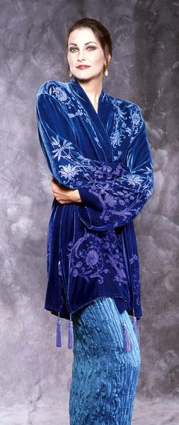 68_1754-kimono-w-victorian-floral-devore-front